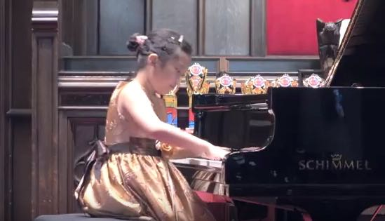 Astonishing very young pianist