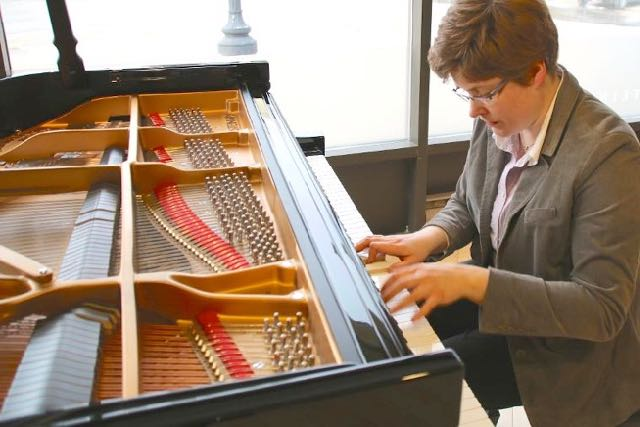A fine Canadian Bach specialist plays the Goldberg Variations