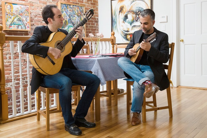 A great offbeat duo: guitar and mandolin