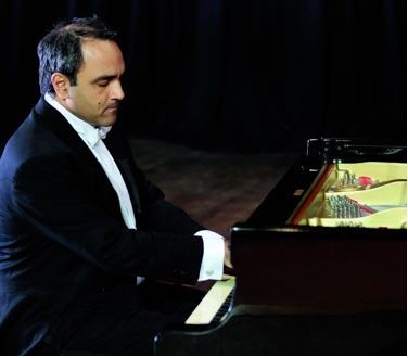 A famed Argentinian/Canadian pianist plays a Beethoven blockbuster